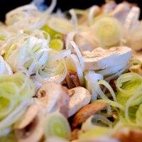 Varkensreepjes met prei en champignons